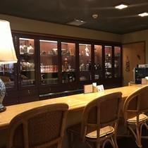 ラウンジに隣接する喫茶スペース