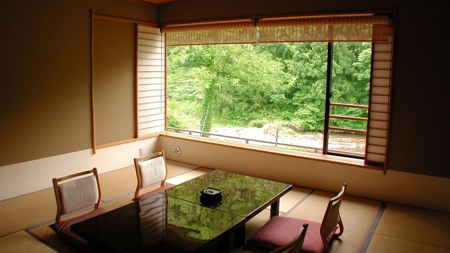 【渓流館(お部屋一例)】渓谷美と四季折々の風景画自慢です。