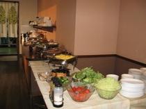 ご朝食は日替わりの手作り料理で『おもてなし』しております!