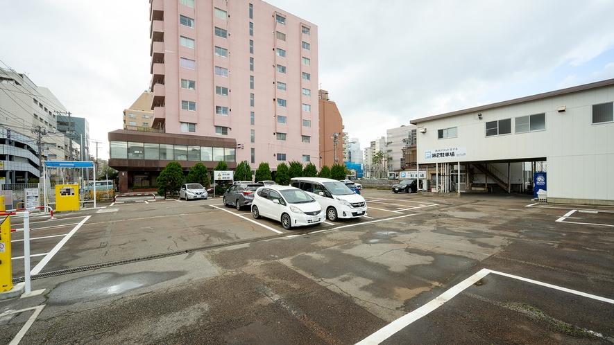 【ホテル屋外駐車場】