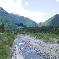 ホテル前には鹿島川が流れております。朝のお散歩もいいですよね。