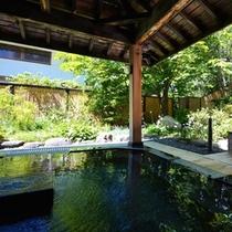 【石の湯(夏)】雰囲気の違う2種類の温泉をお楽しみください。