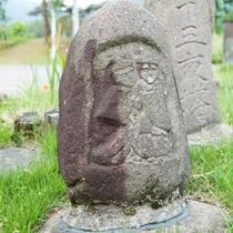 道祖神は路傍の神です。黒部観光ホテル駐車場のそばにたっております。