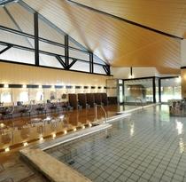 【木の湯】広々とした大きな浴槽は大町温泉郷でも最大級の広さです!