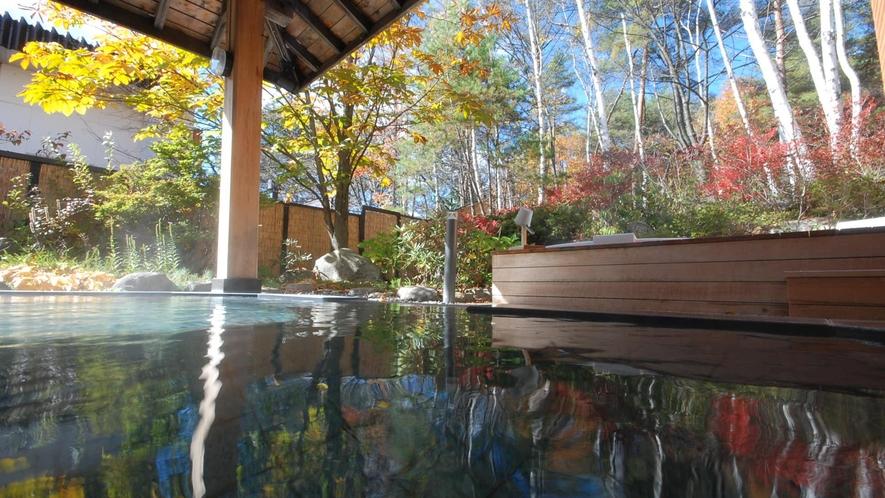 【石の湯】露天風呂(秋)