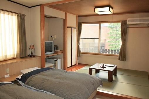 「ベッドと畳の和洋室」バス・トイレ付き