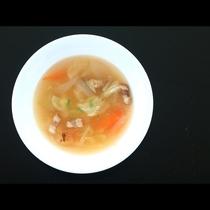【夕食】和洋折衷の手づくり料理が並びます