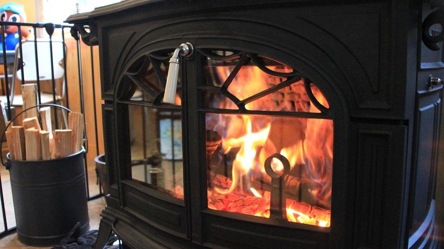 ・薪ストーブで暖を取りましょう