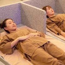 たっぷり汗をかいてデトックス!広々とした岩盤浴で、ゆったり自分の身体を癒してリフレッシュ