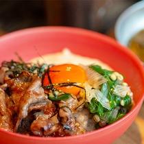 【霜降り壱岐牛丼】壱岐牛を陶板焼きで焼いて、ご飯に乗せてお召し上がり下さい♪