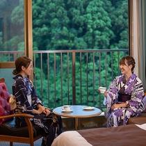 好きな柄が選べる色浴衣で旅行気分も高まる♪お茶を飲みながら、お部屋でゆったりリラックスタイム