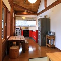 【新館ログホテル】2階共同キッチン14〜23名での貸切コテージ利用もできます