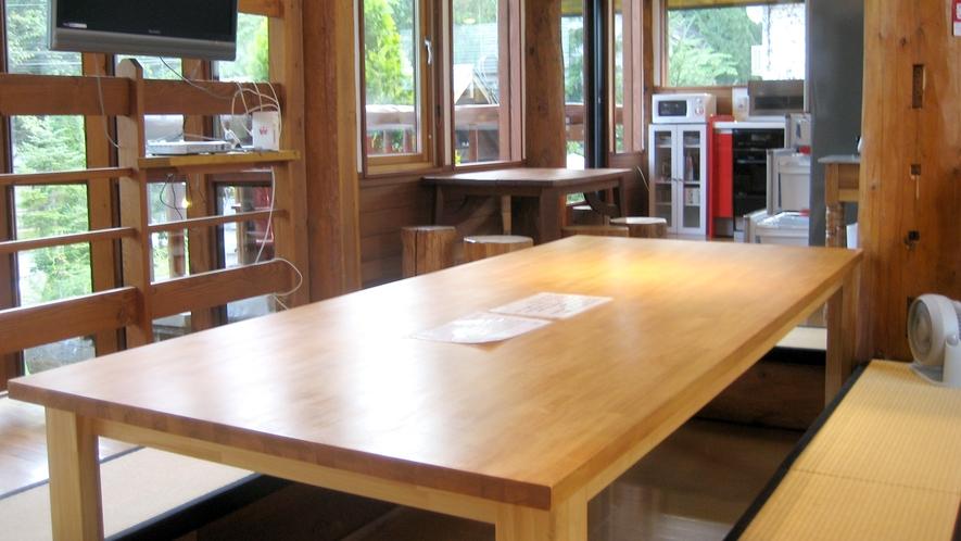 【新館ログホテル】2階キッチン掘りごたつ(床暖房で12名まで座れます)