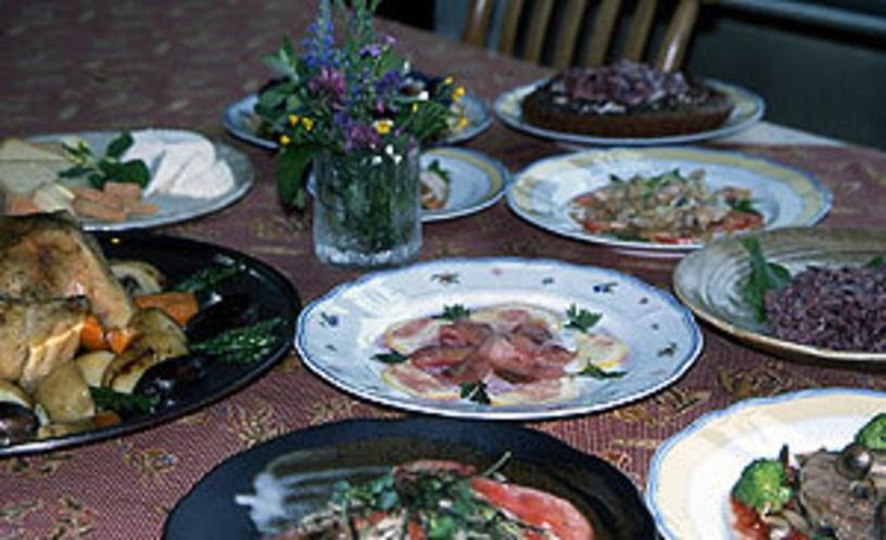 夕食の一例 自然の味覚と手作りの味 料理は季節と仕入れ状況により日替わりです