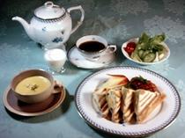 朝食一例・ホットサンド
