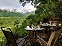 朝食時に白馬連山を見ながらのテラス!