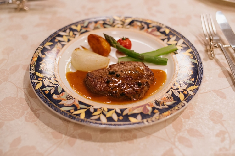 ディナーのお肉料理
