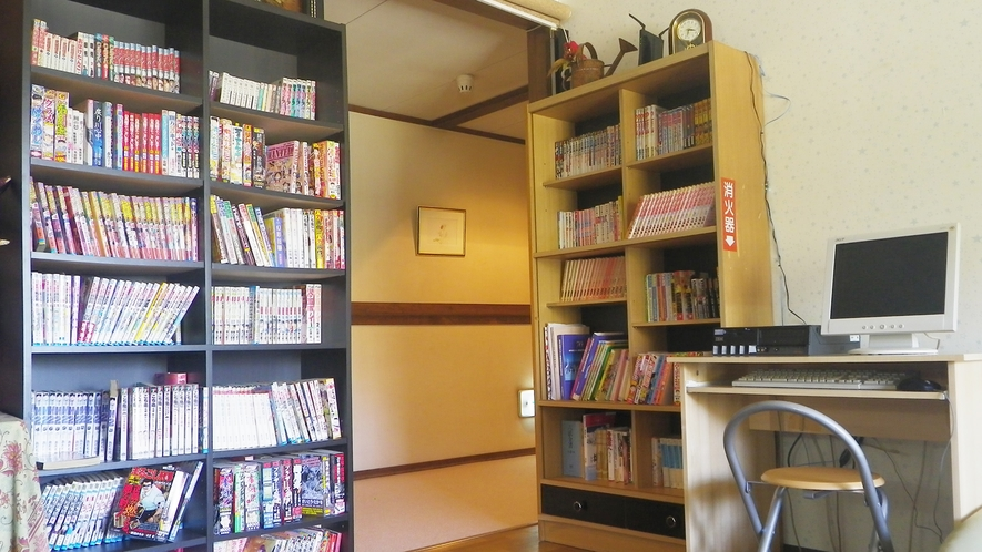 *【談話スペース】無料で使用できるインターネットと漫画コーナーがあります。