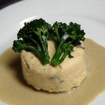 魚料理の一例 サーモンのムース