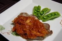 豚肉のトマトとニンニクのソース