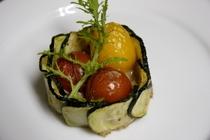ひき肉と夏野菜のセルクル詰め