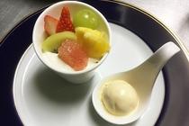 フルーツのトライフルと自家製バニラアイスクリーム