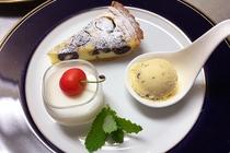 ダークチェリーのクラフティ 杏仁豆腐 お庭で育てたミントで作ったチョコとミントのアイスクリーム