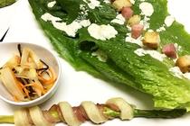 ロメインレタスのシーザーサラダ セロリの酢の物 アスパラとベーコンのパイ生地巻き