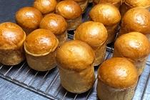 夕食用のブリオッシュ生地のパン