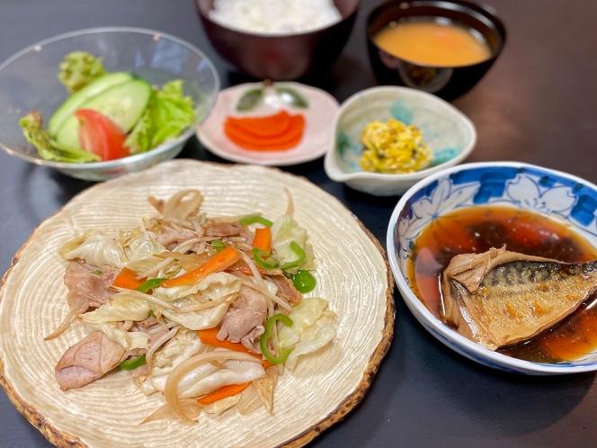野菜炒めと鶏の唐揚げ定食(夕食)