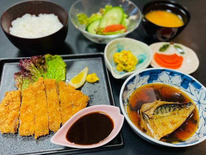 ホエー豚のとんかつと煮魚定食(夕食)