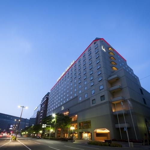 【外観】朝焼けのホテル日航福岡
