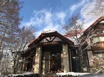冬の本館外観
