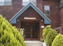 緑溢れるアルマナックの玄関先