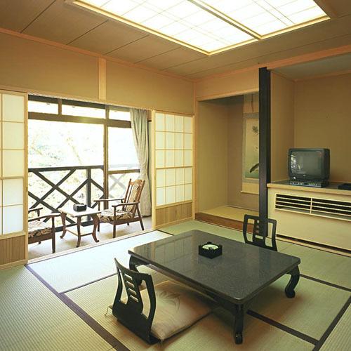 【秋の花見館】 10畳和室