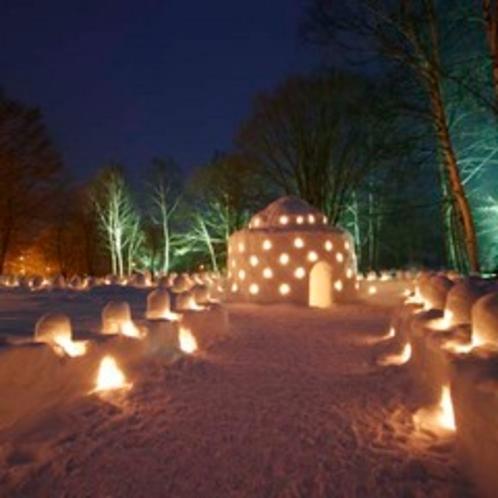 毎年2月いっぱい行われる冬のイベント雪灯里。幻想的な雪と光の世界へ!