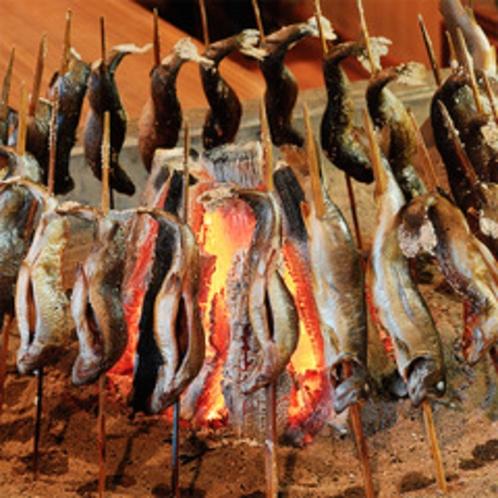 虹鱒塩焼は丁寧に焼き上げます