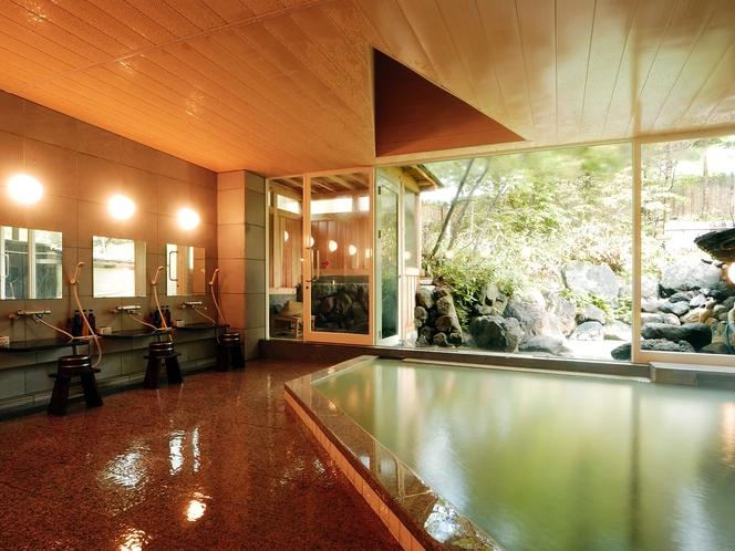大浴場。硫黄泉であたたまります!露天風呂が続きになっています。