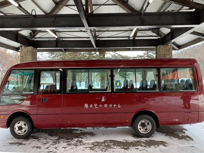 送迎は東武日光駅、1日一回。赤いバスが目印です。