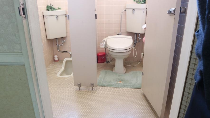 *[本館/共有トイレ]洗浄機能付もございます