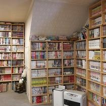 *[本館・1階ロビー]文庫本から漫画本まで数多くの本がございます。ご自由にどうぞ♪