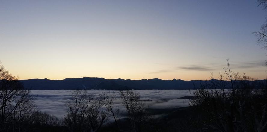 窓の景色 雲海と志賀高原山並み