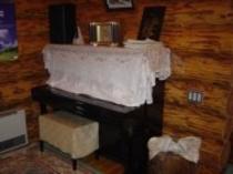 ログハウスのピアノ