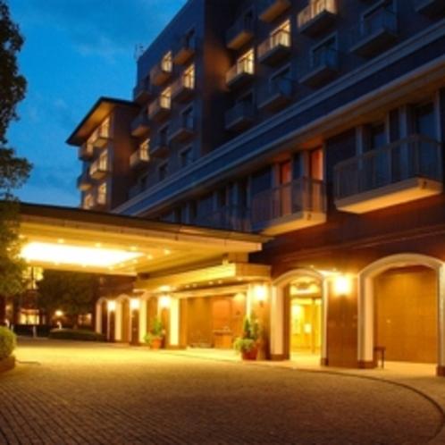 ホテル外観 夜空
