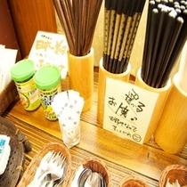 朝食:選べる箸・・・ベトナムの箸も置いてあります!