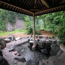 *大自然の中の露天風呂
