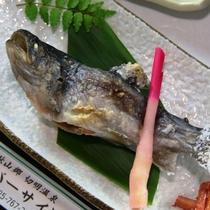 夕食 岩魚塩焼き