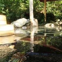 ☆大きな岩と鉄平石を敷きつめた露天風呂 開放感が抜群です