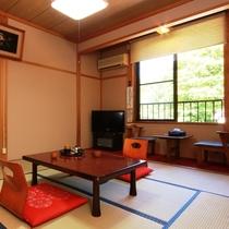 ☆10畳のお部屋 部屋から川や紅葉は見えませんが、その分リーズナブルな価格設定に
