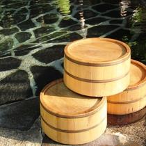☆大きな岩と鉄平石を敷きつめた露天風呂